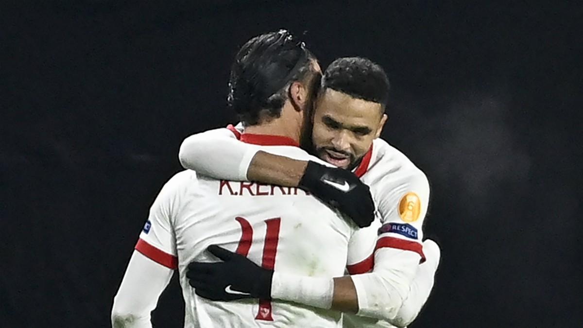 En-Nesyri celebra uno de sus goles en el Stade Rennes – Sevilla (AFP).