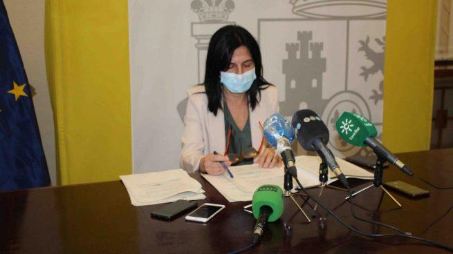 El Ejecutivo de Sánchez dice que los inmigrantes habrán llegado a Granada en avión «con recursos propios»