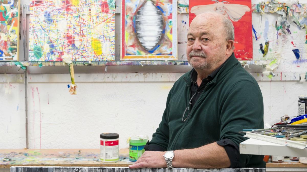 El pintor Alfonso Albacete en su estudio.