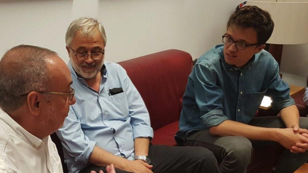 Íñigo Errejón junto a su padre. (Foto: Twitter)