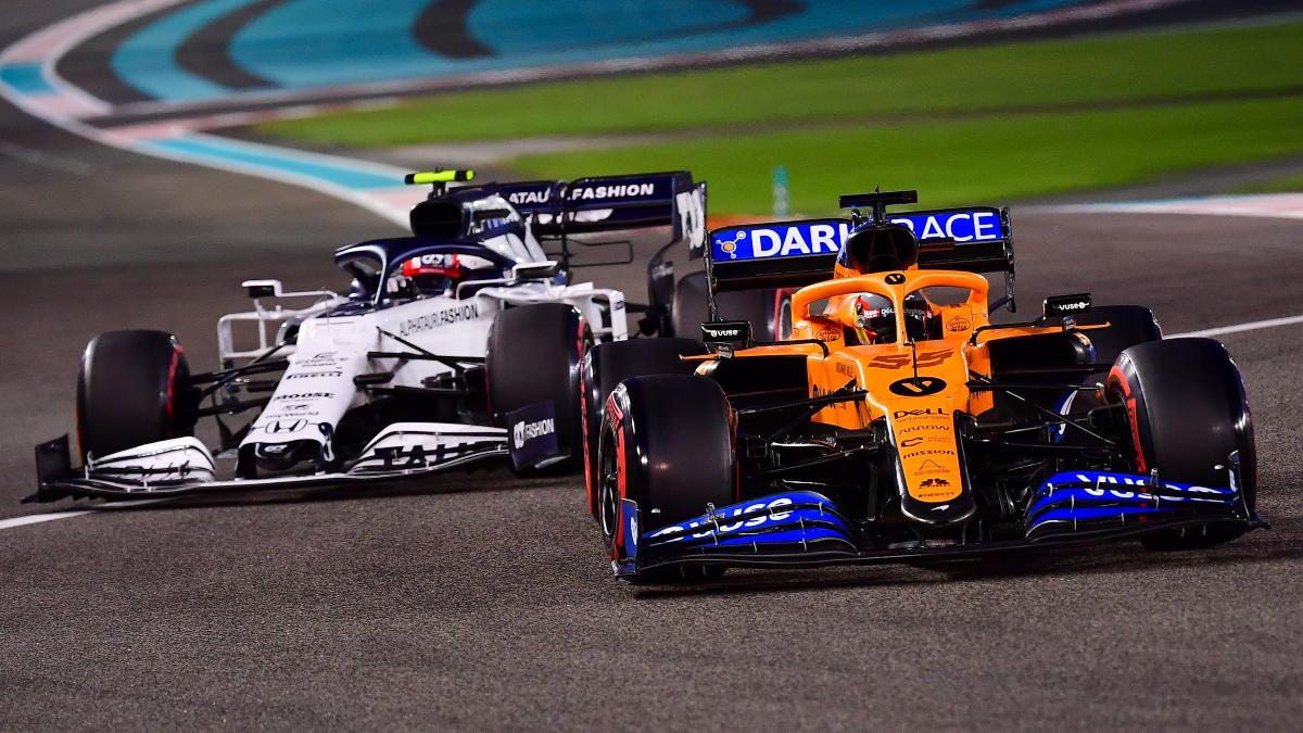 Carlos Sainz y Gasly durante el Gran Premio de Abu Dabi. (AFP)