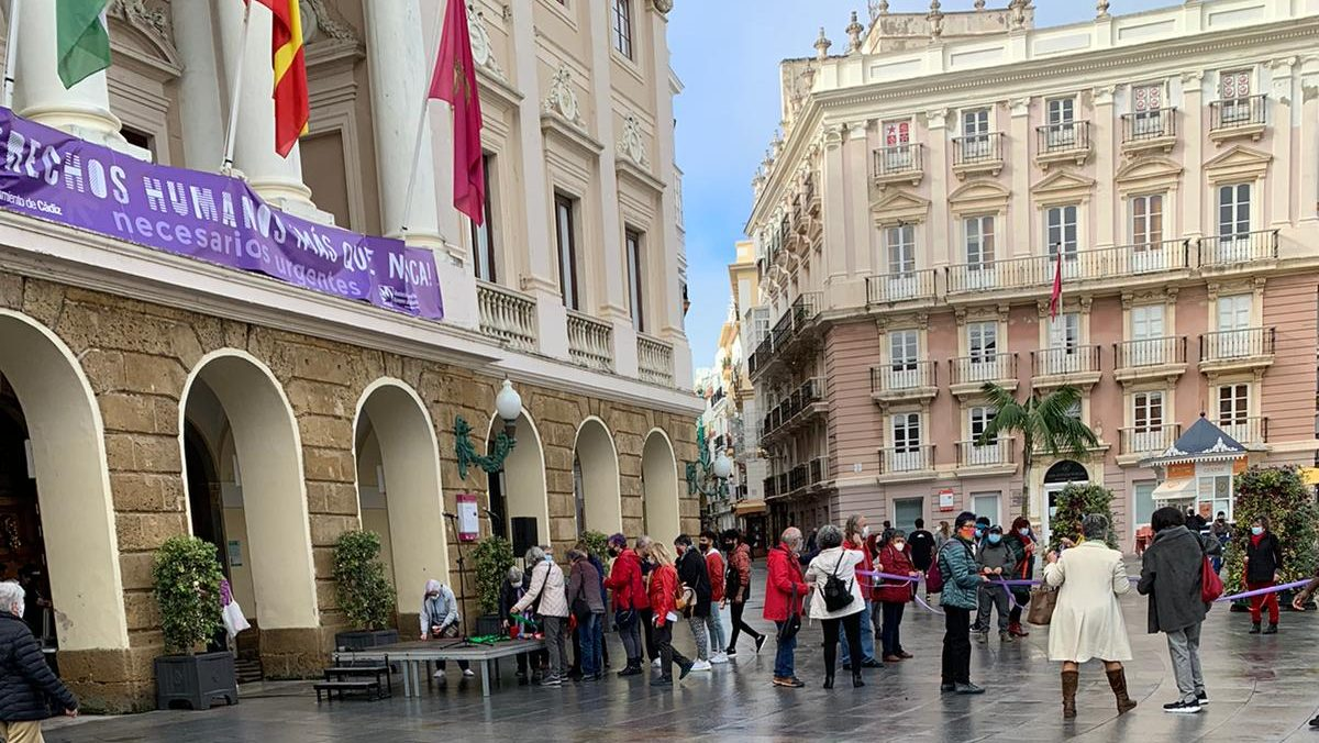 Cadena humana autorizada por Kichi en Cádiz.