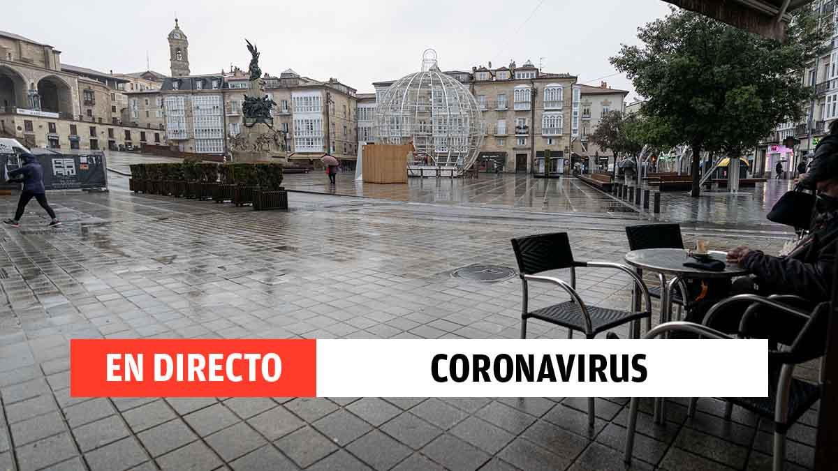 Un cliente en una terraza de un establecimiento de Vitoria (País Vasco). Foto EP