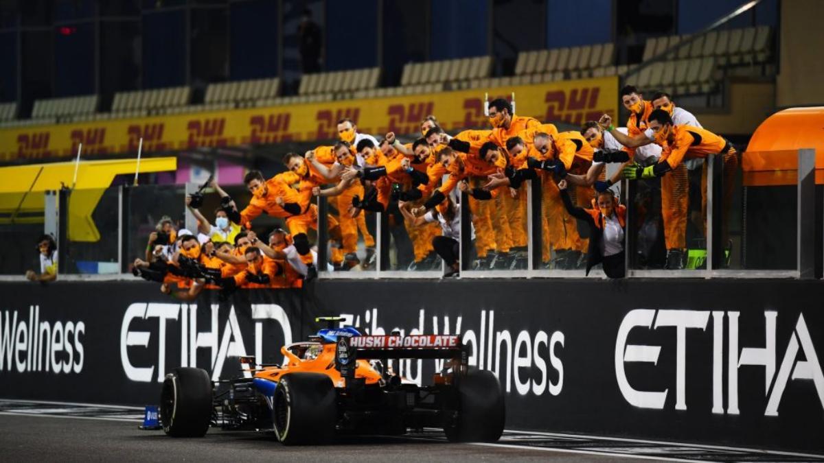 Carlos Sainz en su última carrera con Mercedes. (@McLarenF1 )