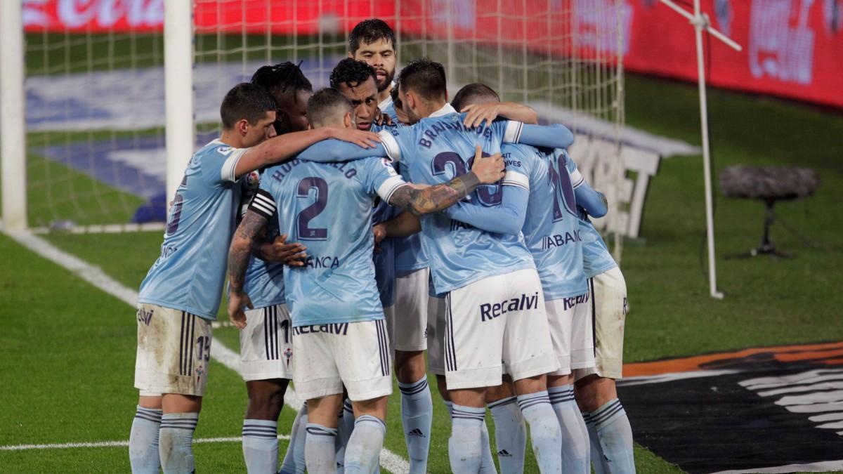 Los jugadores del Celta celebran un gol frente al Cádiz. (EFE)