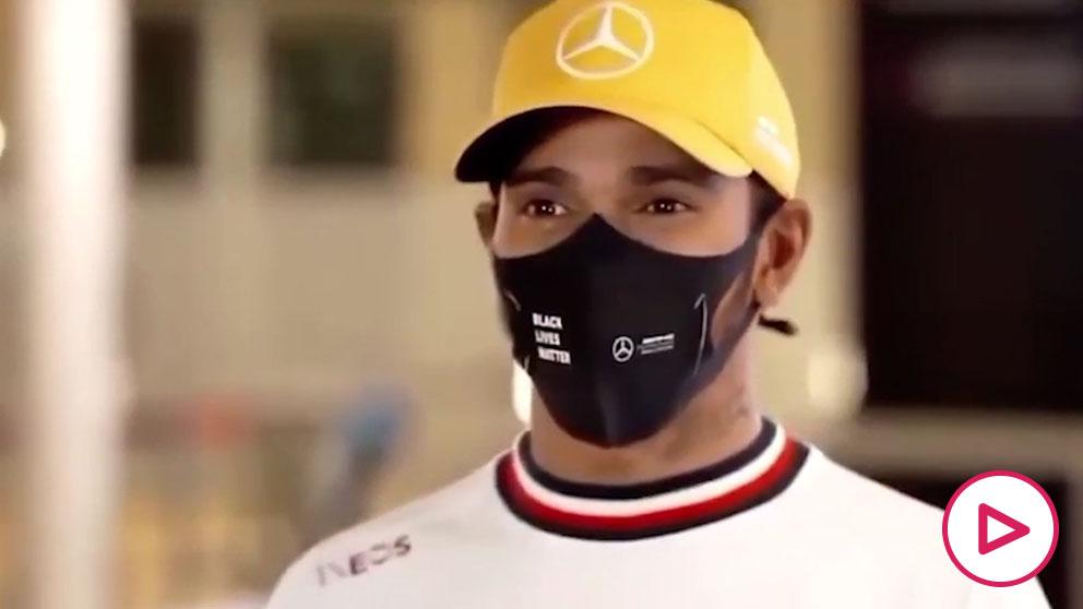 La reacción de Hamilton al escuchar el R25 de Fernando Alonso