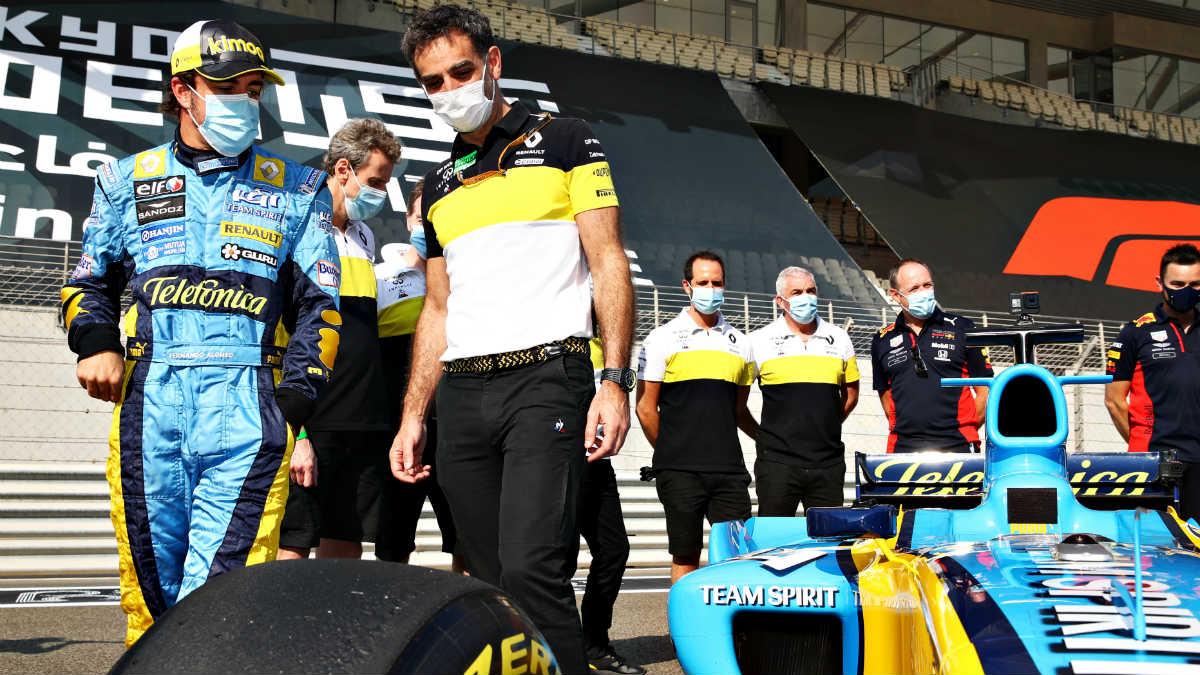 Fernando Alonso, antes de los test de Abu Dabi. (Getty)