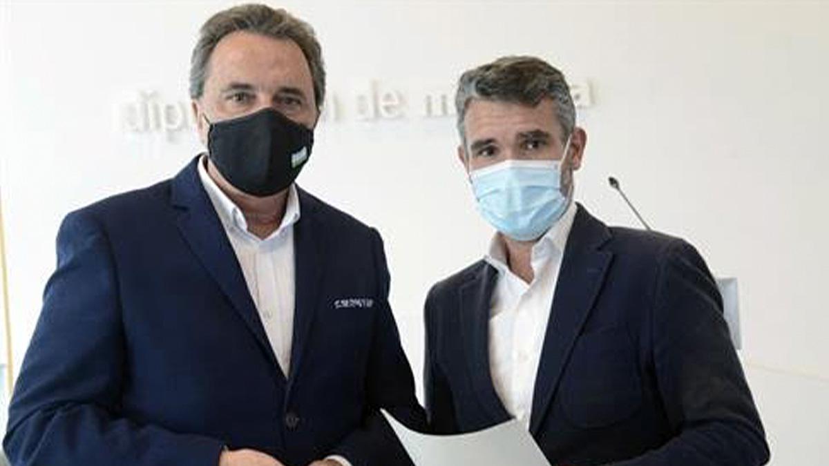 José Ortiz, alcalde de Torremolinos, y José Bernal, diputado provincial del PSOE por Málaga.