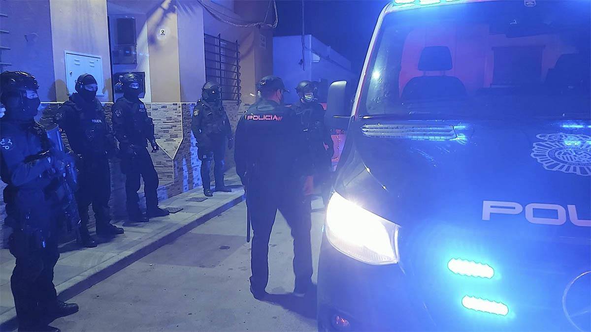Agentes de la Policía Nacional en la operación contra el tráfico de droga en el Campo de Gibraltar.
