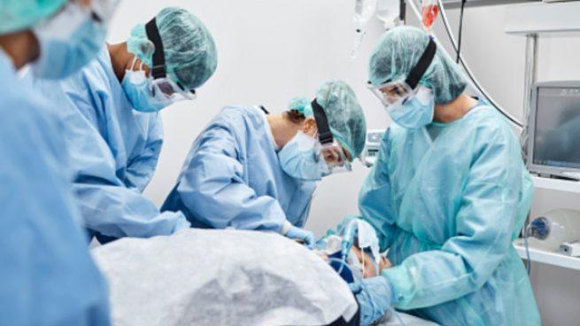 Andalucía reduce su tasa más de un 40% en una semana el día en que alcanza las 8.000 muertes por Covid