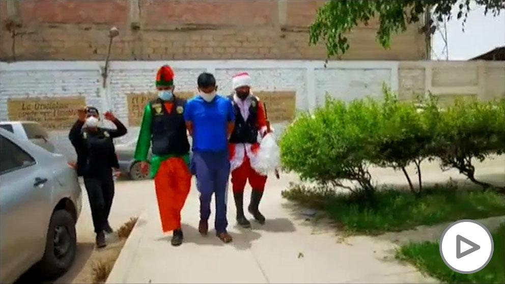 Papá Noel es policía en Perú