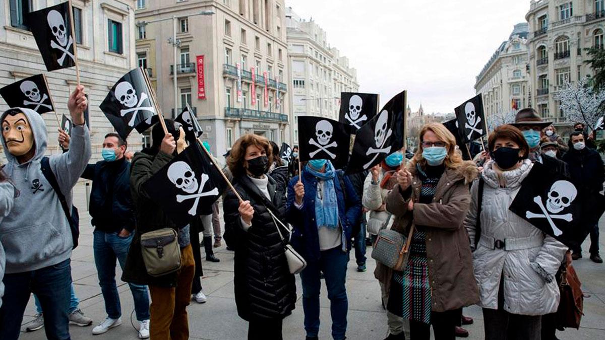 La Asociación Española de Abogados Cristianos participa en una concentración convocada este jueves ante el Congreso en rechazo a la ley de la eutanasia. Foto: EFE