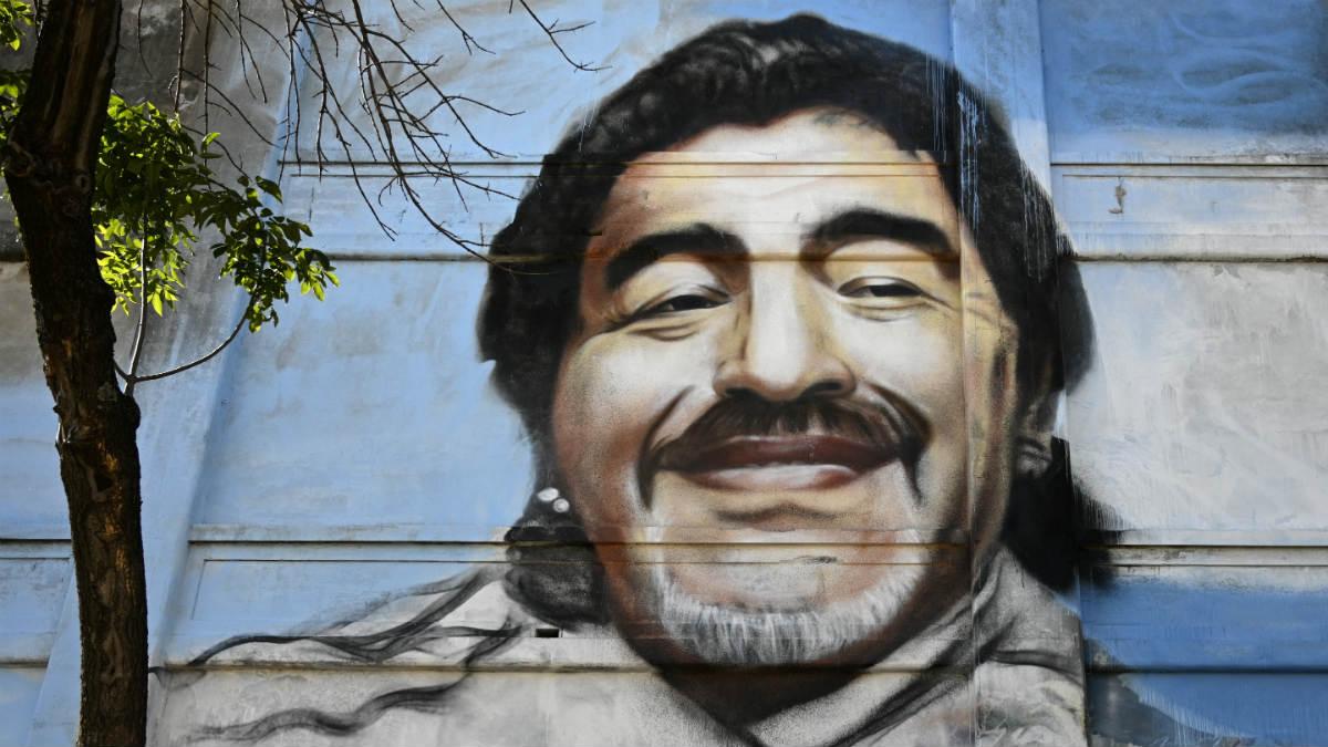 Un mural de Maradona en la ciudad de Nápoles. (AFP)