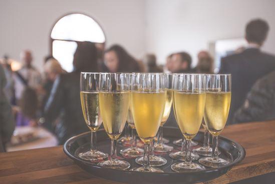 según un estudio, consumir una media de 5 bebidas de alcohol a la semana puede afectar a la fertilidad. Los profesionales reconocen que el alcohol