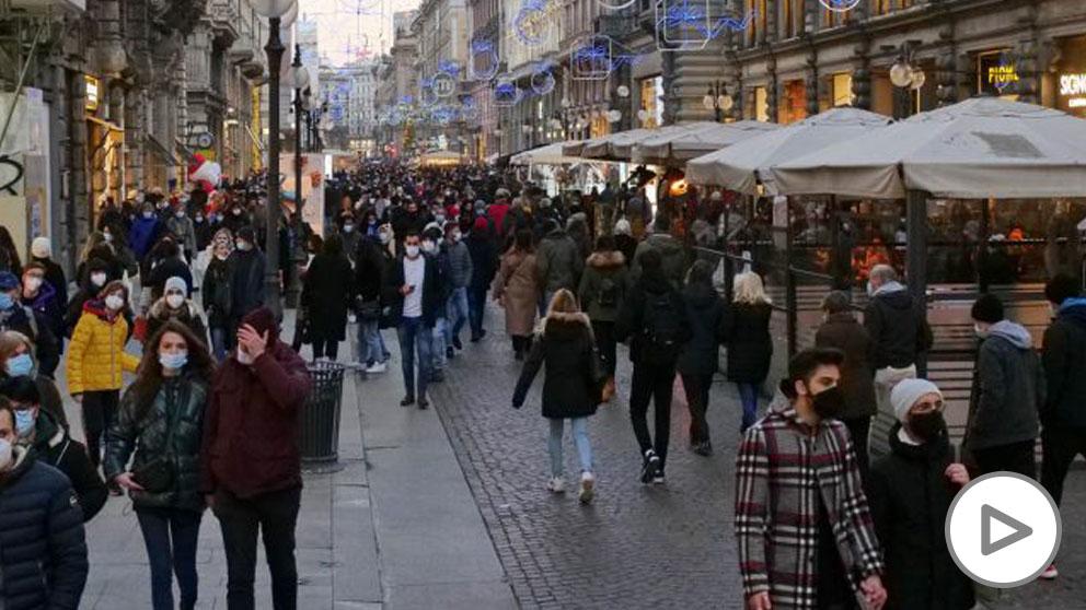 Ciudadanos en las calles de Milán (Foto: EP).