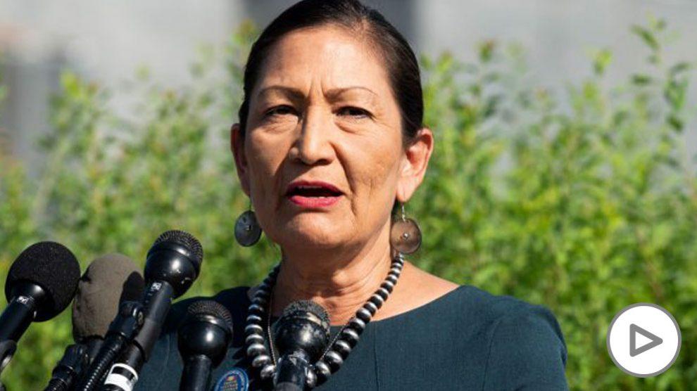 Deb Haaland, una de las dos primeras mujeres nativo americanas elegidas como congresistas en EEUU. Foto- EP