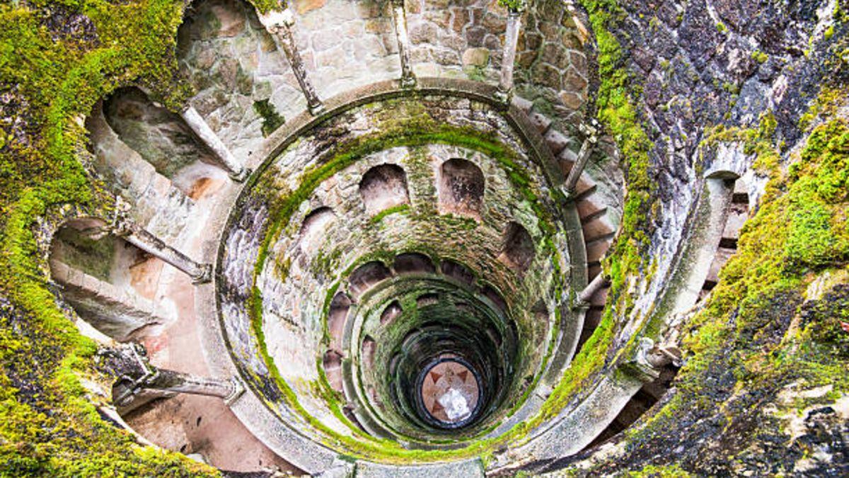 Descubre la Torre Invertida de Sintra, la más misteriosa de todas