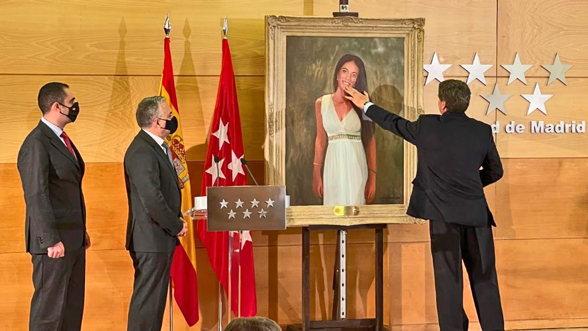 El padre de Diana Quer entrega un retrato a la UCO