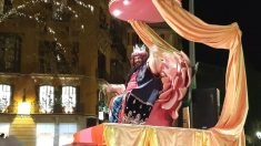 El rey Gaspar en un momento de la Cabalgata de Reyes Magos 2020 de Palma de Mallorca. (Foto: Europa Press)