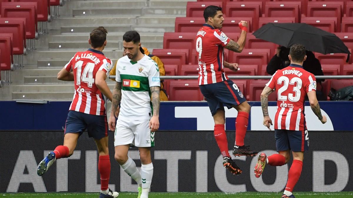 Luis Suárez celebra un gol ante el Elche. (AFP)