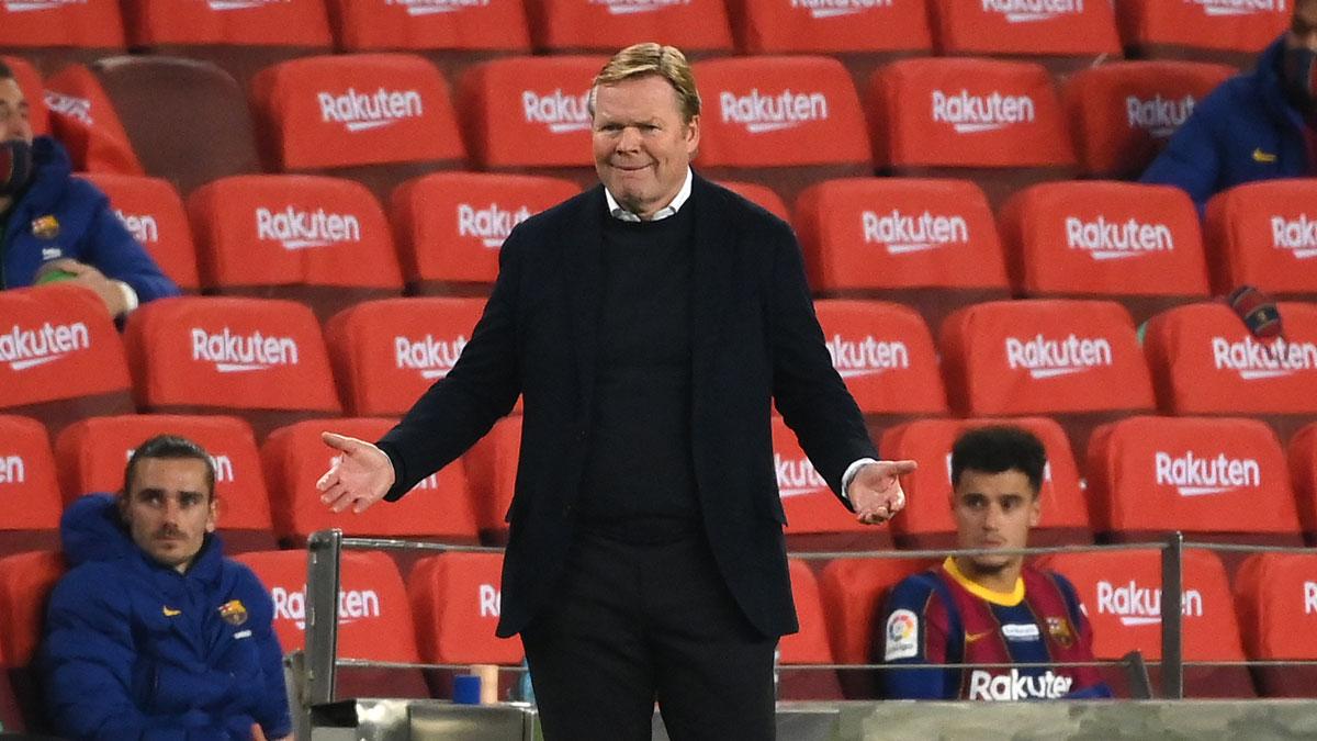 Koeman, durante un partido del Barcelona en el Camp Nou (AFP)