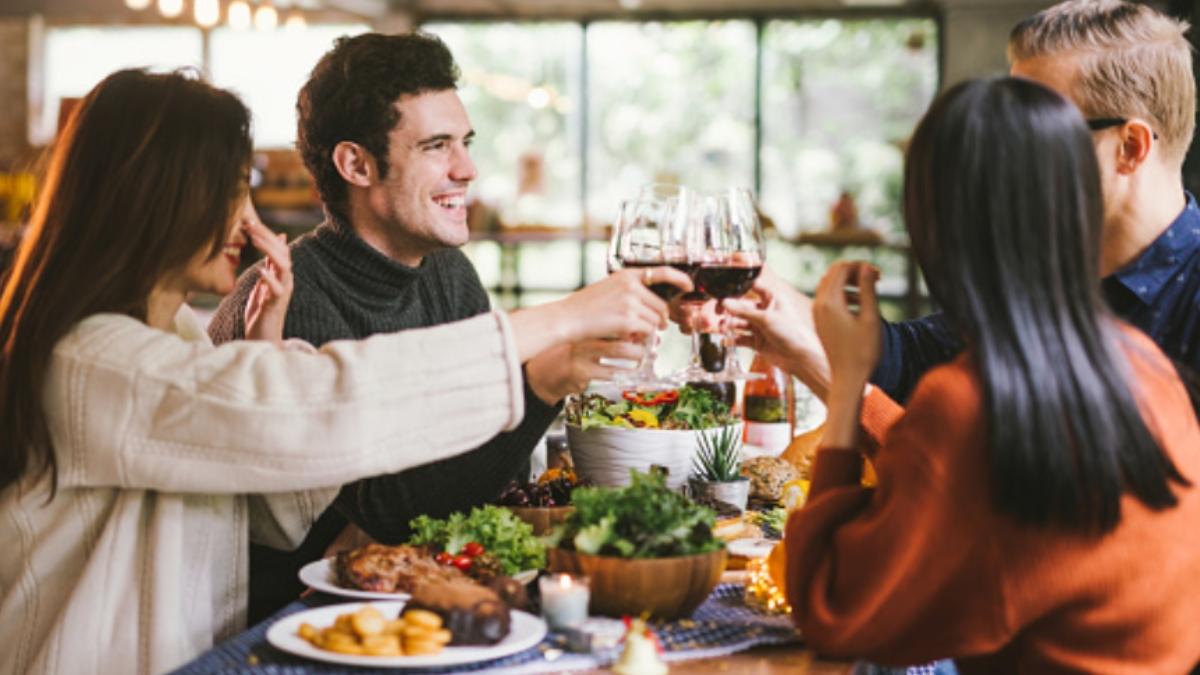 ¿Puedo reunirme con mis amigos tras la cena de Nochebuena y Nochevieja?