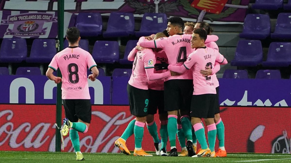 El Barça celebra el 0-2 ante el Valladolid. (AFP)
