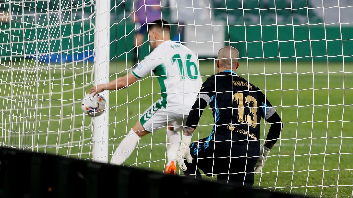 Elche y Osasuna empataron en el Martínez Valero. (EFE)