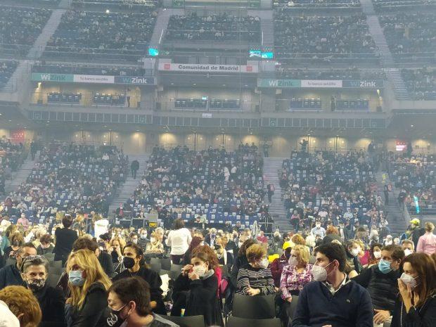 Toni Acosta, como se puede observar en la foto, acudió al concierto del que fuera su suegro
