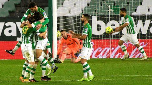 El Betis celebra un gol ante el Cádiz. (EFE)