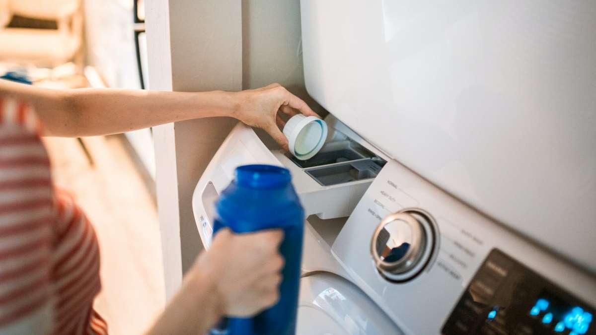 El uso y la humedad provoca malos olores en la lavadora