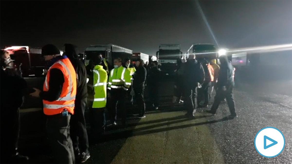 Camioneros españoles atrapados en Manston, Inglaterra.
