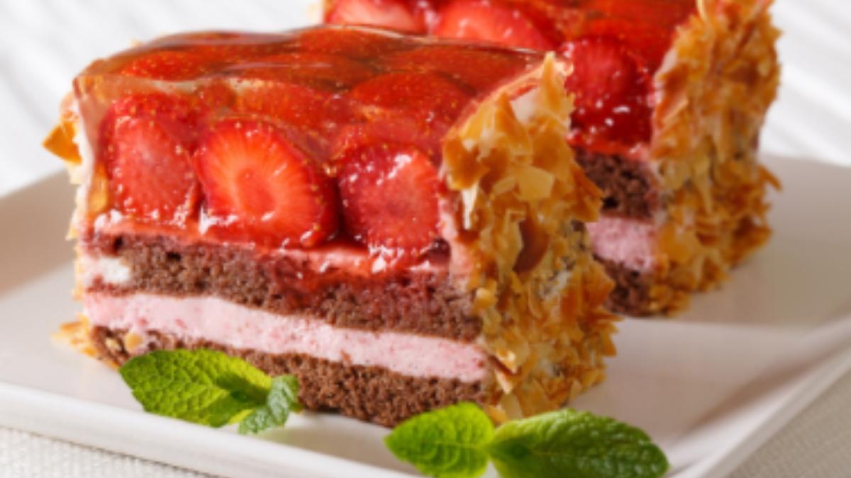 Receta de bizcocho de almendras y frutos rojos fácil de preparar