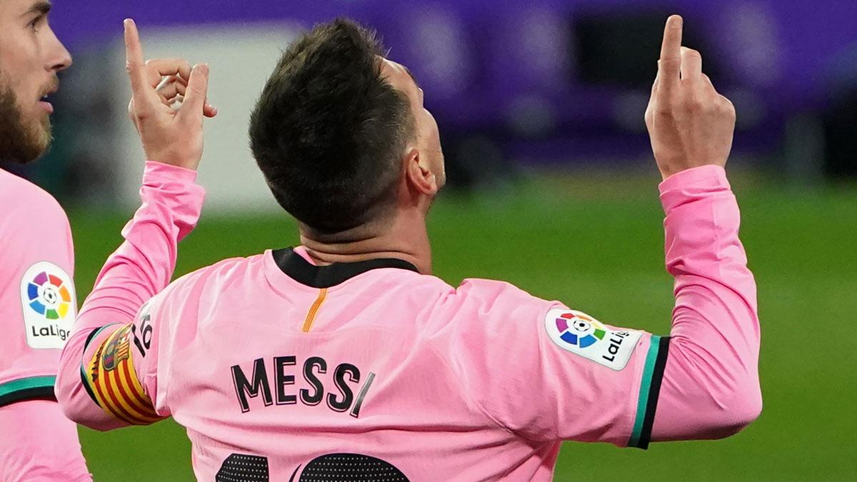 Messi celebra su gol al Valladolid en el último partido de Liga (AFP)