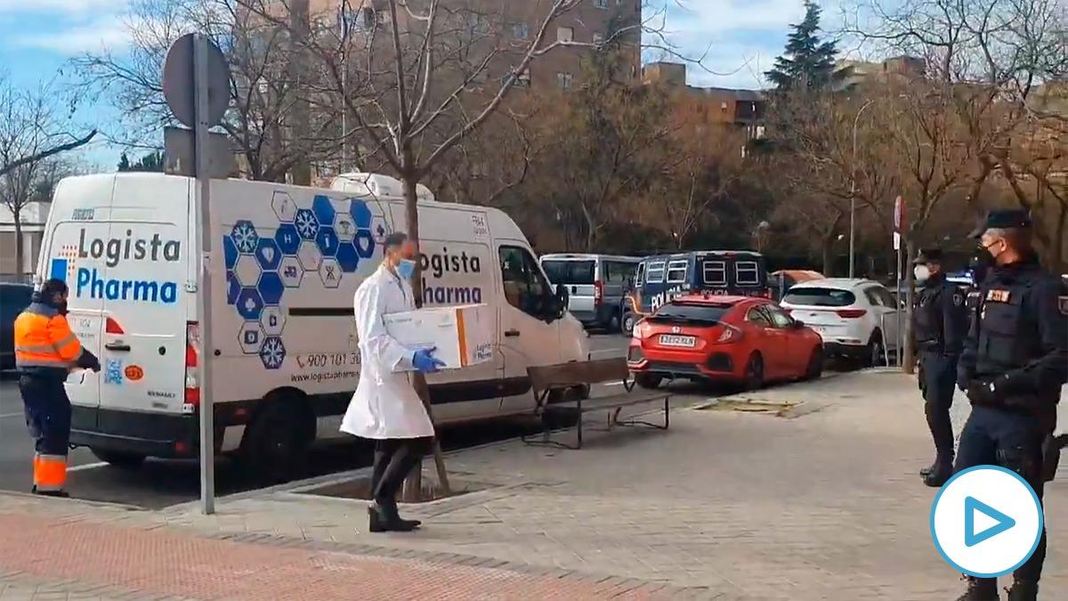 Llegada de la vacuna a la residencia pública de mayores Vallecas, de Madrid.