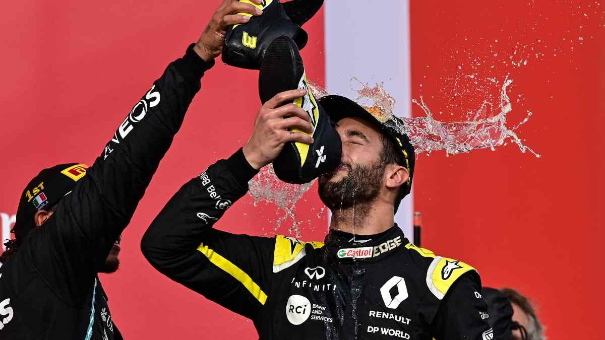 Daniel Ricciardo en el podio. (AFP)