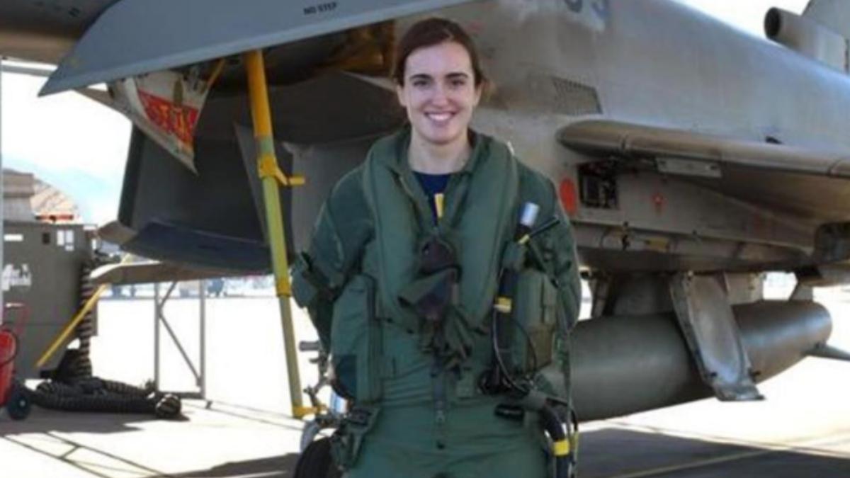La teniente Elena Gutierrez, primera mujer española en pilotar un Eurofighter.