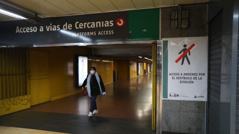 Una persona en la Estación de Chamartín – Marta Fernández Jara – Europa Press – Archivo