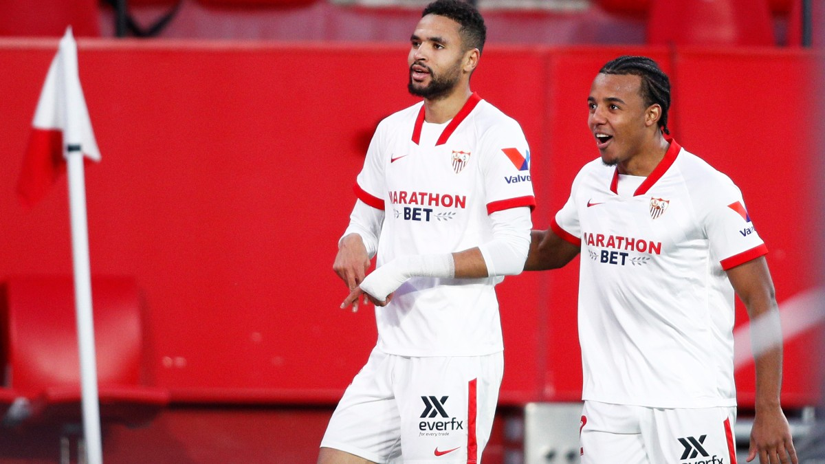 En-Nesyri celebra un gol en el Sevilla-Villarreal. (Getty)
