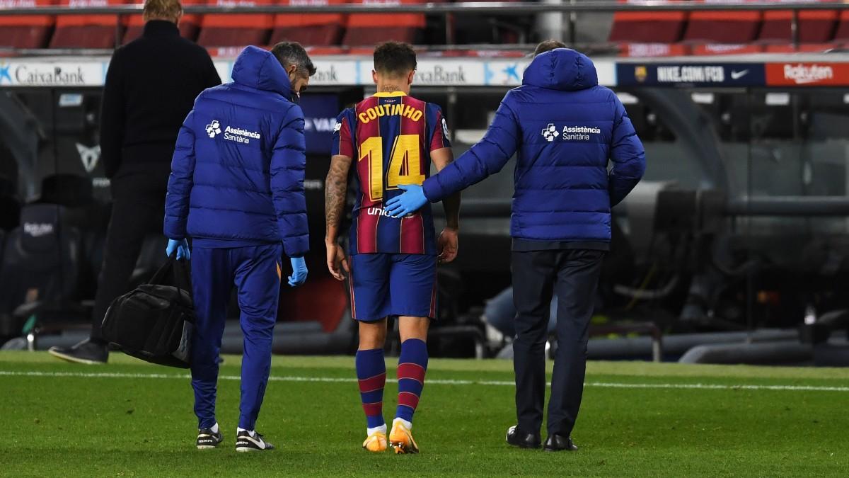 Philippe Coutinho se marcha lesionado en el Barcelona-Eibar. (Getty)