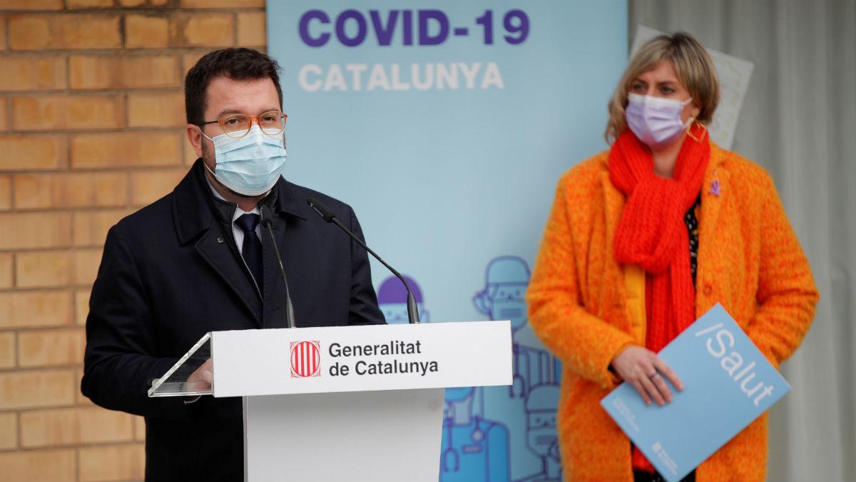El presidente interino de la Generalitat, Pere Aragonès, y la consellera de Salud, Alba Vergés. (Foto: EFE)