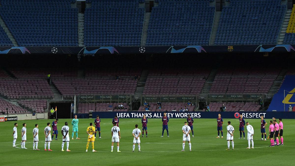 Los jugadores del Barcelona y el Nápoles guardaron un minuto de silencio. (Getty)
