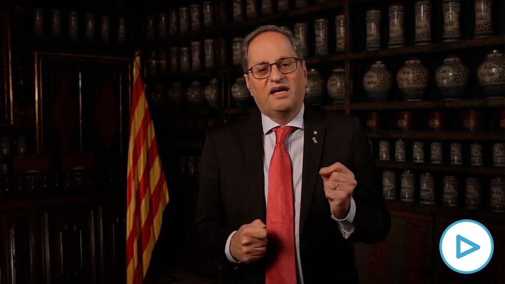 Quim Torra delira: se graba un discurso de fin de año como presidente desde una farmacia.