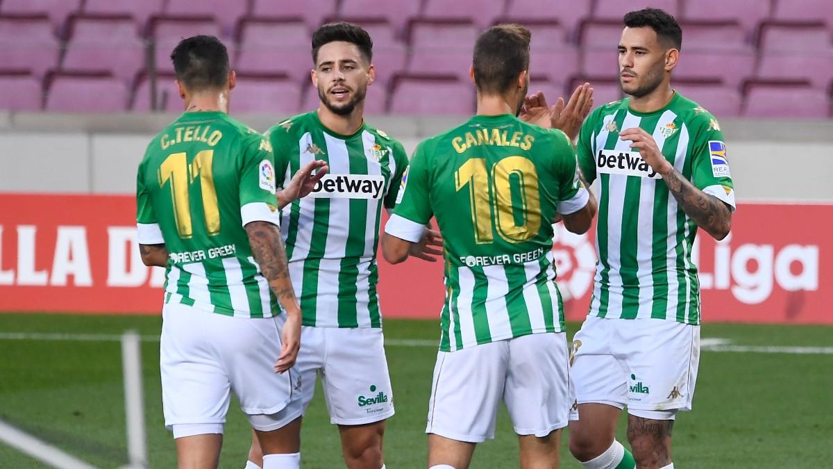 Los jugadores del Betis celebran un gol ante el Barcelona. (AFP)