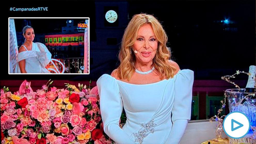 Imagen de TVE con la bandera oculta tras Ana Obregón. En la foto pequeña, un momento de la retransmisión de Antena 3, donde se aprecia la enseña nacional.