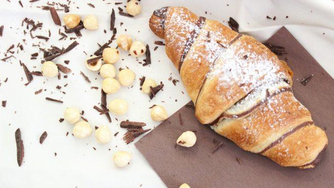 Croissant de chocolate con tan solo dos ingredientes: ¡Está riquísimo!