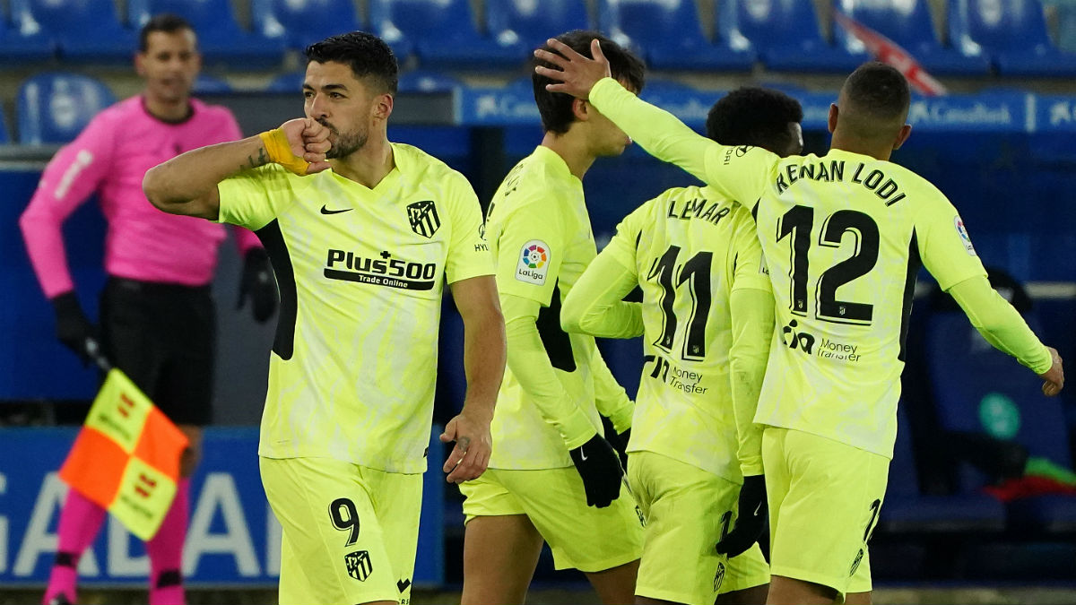 Luis Suárez celebra su tanto contra el Alavés. (AFP)