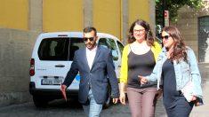 Mario Herrera junto a la consejera podemita Raquel Romero, en una imagen de archivo. (Foto: EP)