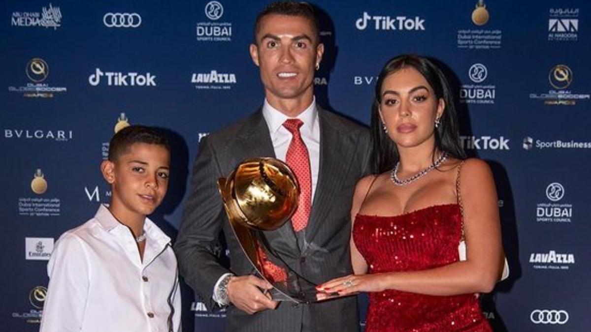 Georgina Rodríguez junto a Cristiano Ronaldo y su hijo.