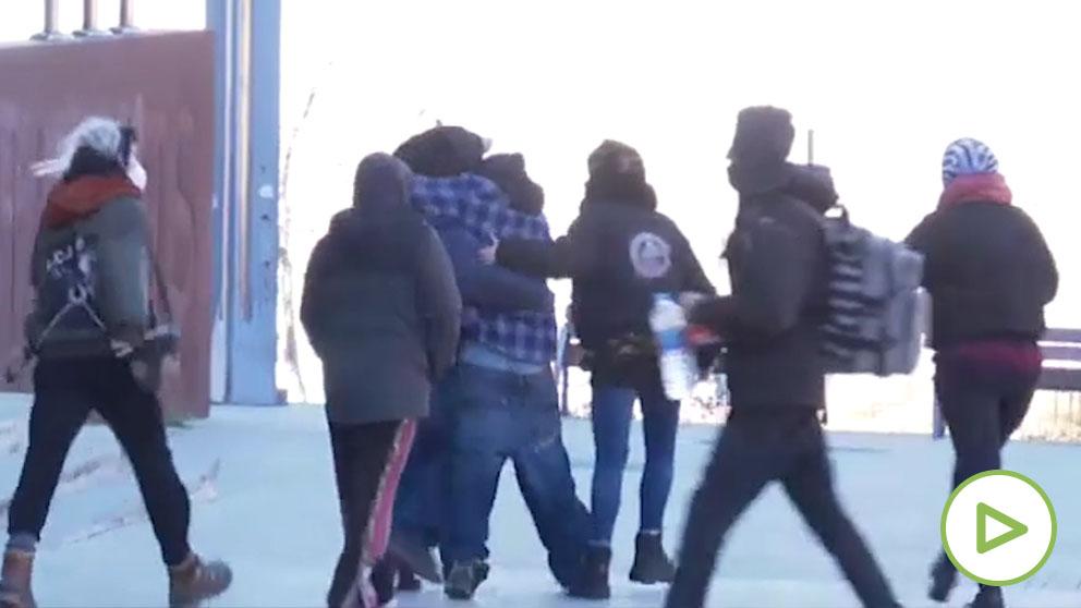 Los presuntos organizadores de la rave de Llinars salen del juzgado en libertad con cargos.